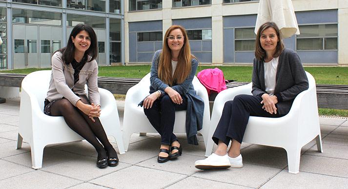De izquierda a derecha: Elena de la Poza, Mª Loreto Fenollosa e Isabel Barrachina, miembros de INECO en la Facultad de ADE